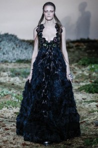 alexander-mcqueen-fall-winter-2014-show28