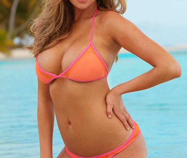 Kate Upton Is The Ultimate Blonde Bombshell In A Bkini Look For Sis Swimsuit Issue