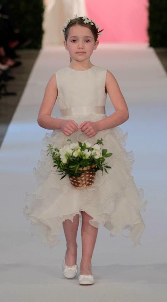 5ab99cd72b5 Oscar de la Renta Bridal Spring 2015 Wedding Dresses