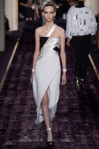 atelier-versace-2014-fall-haute-couture-show23