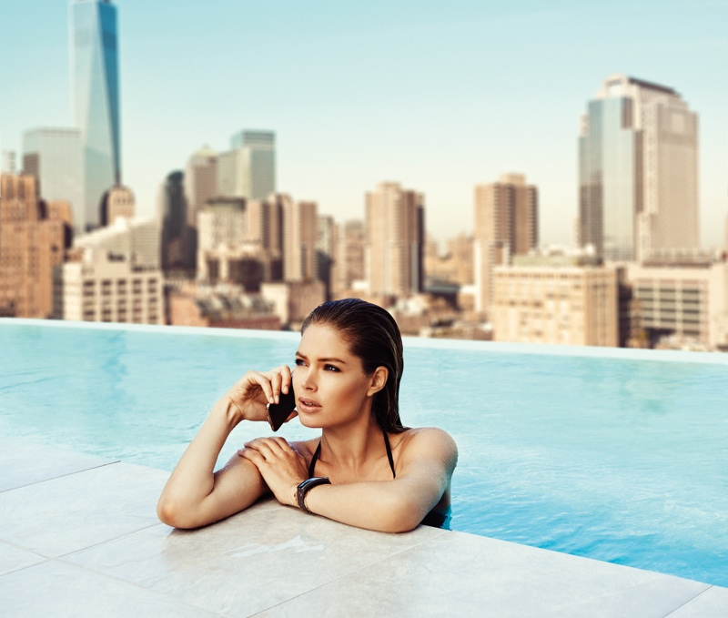 doutzen kroes samsung galaxy photos3 Doutzen Kroes Poses in Pool for Samsung S5 Smartphone Campaign
