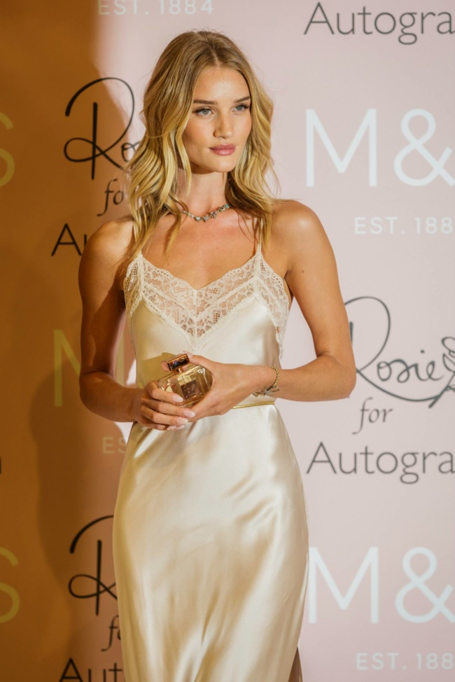 Whoa Rosie Huntington Whiteley Just Cut Her Hair Even