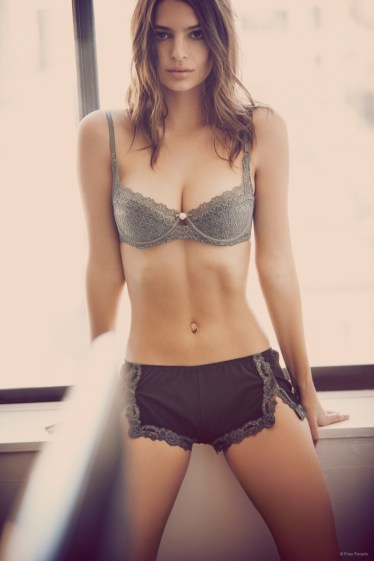 emily-ratajkowski-underwear-free-people-pictures08
