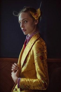 Anja-Rubik-Sasha-Pivovarova-Vogue-China-February-2016-Cover-Editorial02