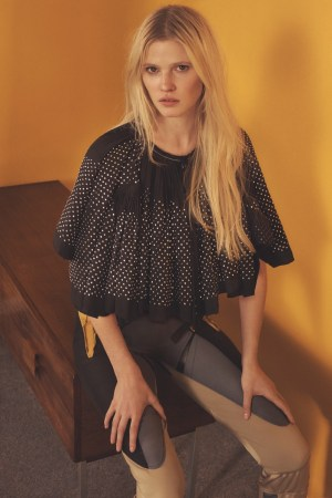 Lara-Stone-Vogue-Korea-March-2016-Cover-Photoshoot08
