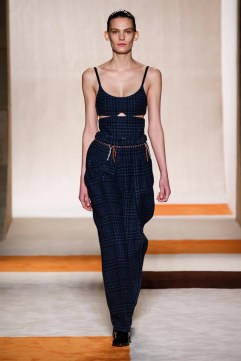 Victoria-Beckham-2016-Fall-Winter-Runway07