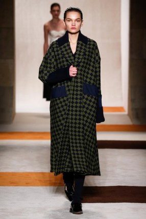 Victoria-Beckham-2016-Fall-Winter-Runway29