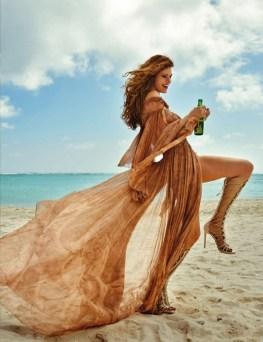Louise-Pedersen-Beach-Style-ELLE-Spain02