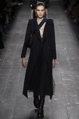 Valentino-2016-Fall-Winter-Runway10