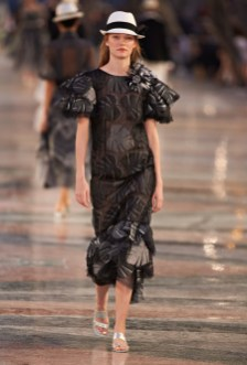 Chanel-Cruise-2017-Runway-Show05