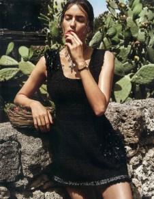 Irina-Shayk-Vogue-Japan-September-2016-Editorial08