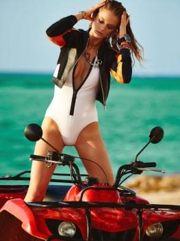 Kate-Bock-Beach-Scuba-ELLE-Canada-Editorial02