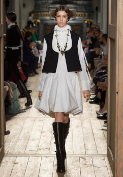 Valentino-Haute-Couture-2016-Fall-Runway-Show02