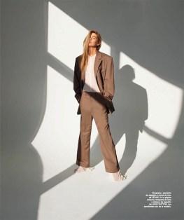 Stella-Maxwell-Harpers-Bazaar-Spain-April-2017-Cover-Editorial05
