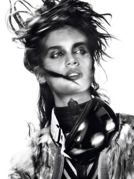 Sara-Sampaio-Vogue-Brazil-May-2017-Cover-Photoshoot04