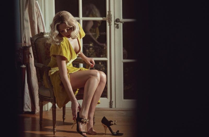 Flaunting some leg, Kate Hudson wears Altuzzara dress, Prada sandals and Isabel Marant bracelet