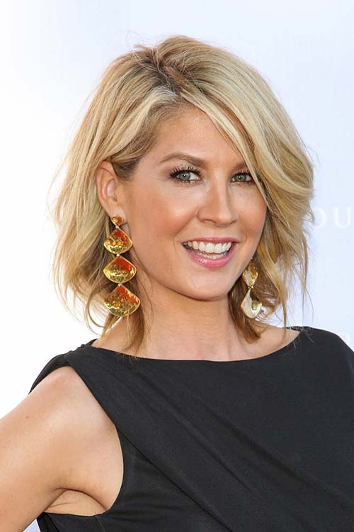 20 Short Hairstyles Celebs Love to Wear: Jenna Elfman