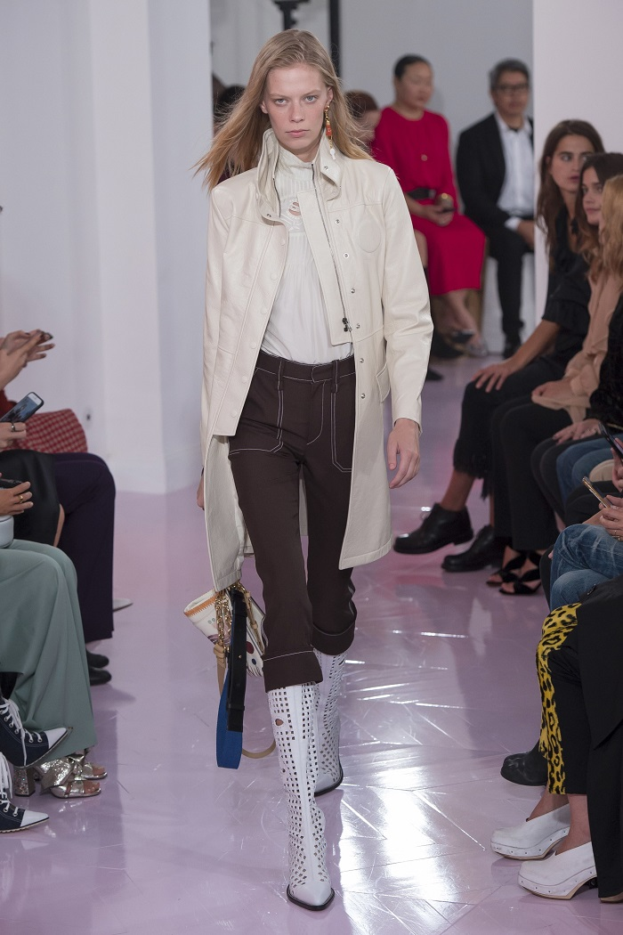 Chloé RTW Spring 2018 Collection at PFW brown pants nude coat snakeskin boots