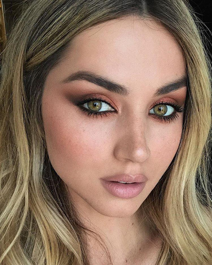 Celebrity Bronze Makeup Looks Ana de Armas h