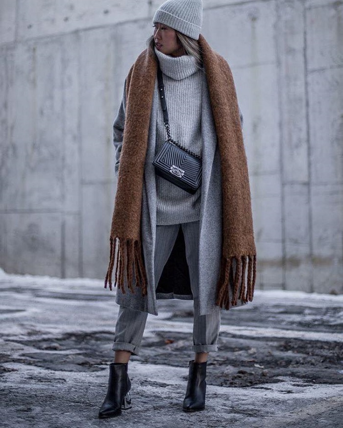 16 Chic Ways To Wear Gray This Winter check pants turtleneck coat brown scarf