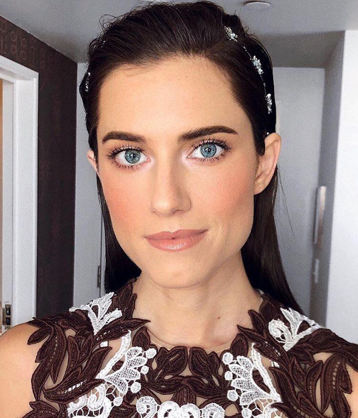 Fake 8 Hours of Sleep With This 2 second Makeup Trick We Learned From a Celeb Makeup Artist Allison Williams