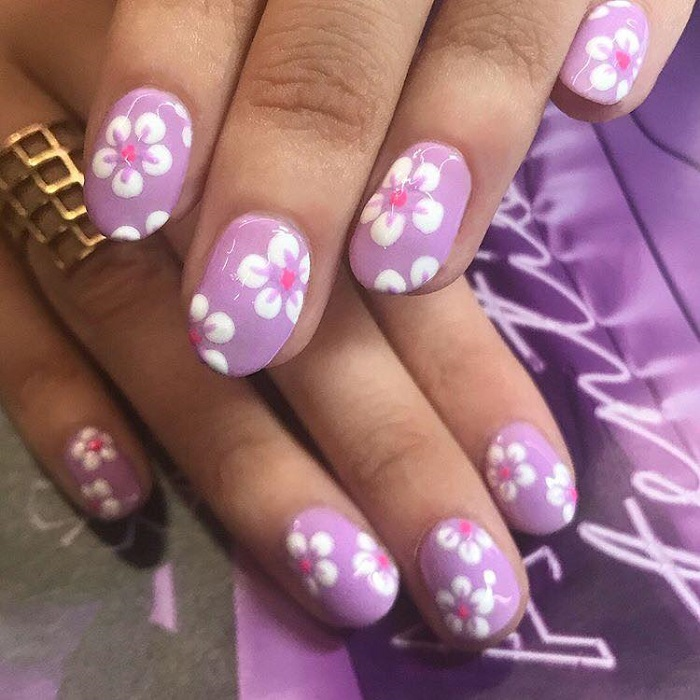 Cute Summer Nail Art to Swoon Over floral nails