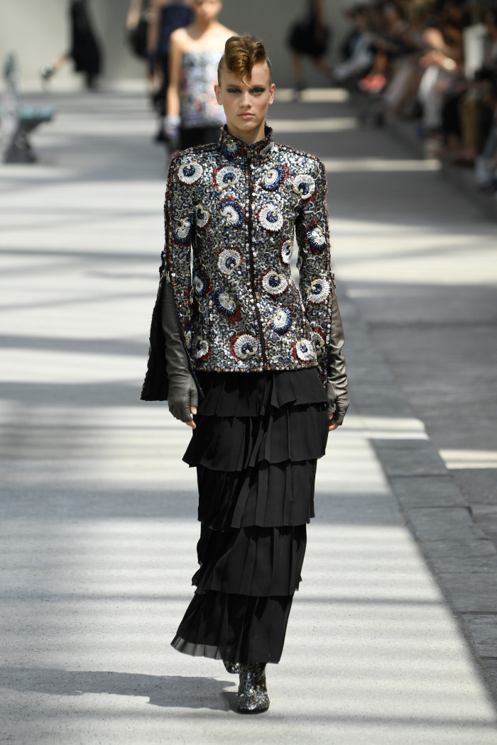 Chanel-Fall-2018-Couture-at-Haute-Couture-PFW embellished blazer and skirt