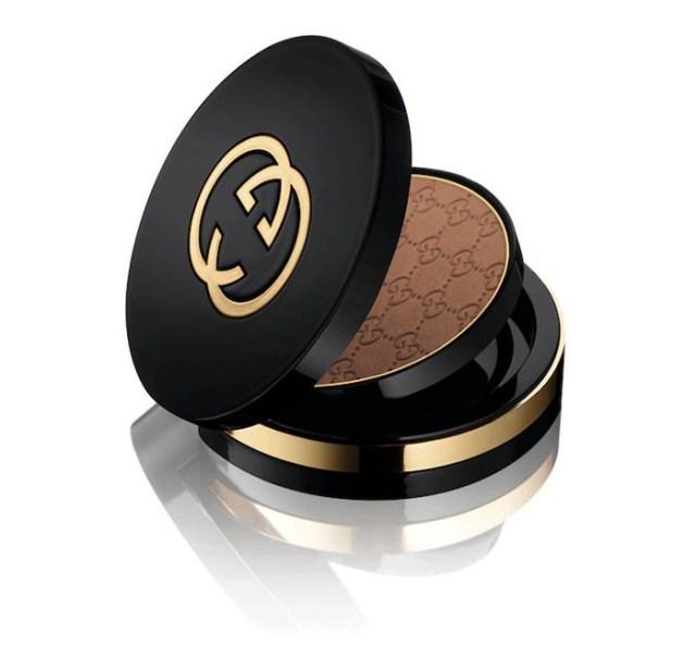Gucci lanceert make-up lijn: bronzers, lipstick, gloss en nagellak. Gucci lanceert make-up lijn met leuke lippenstiften, concealers en meer. Lees nu.