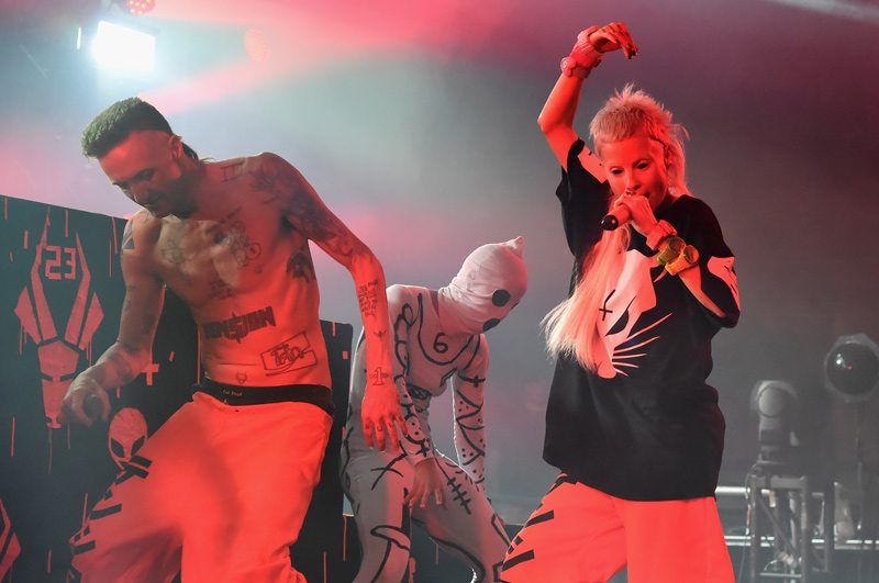https://i2.wp.com/www.fashionmagazine.com/wp-content/uploads/2014/06/Bonnaroo-2014-Die-Antwoord.jpg