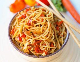 चायनिज वेज हक्का-नूडल्स रेसिपी
