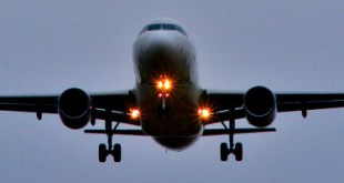 why is the plane landing lights reduce aircraft Why is the Plane landing Lights Reduce Aircraft on approach