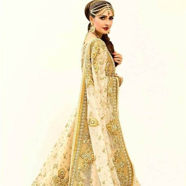ayeza-khan-in-a-rizwan-bayg-bridal events on fashion weeks cost us the support of our veterans Events on Fashion Weeks Cost us the Support of our Veterans Ayeza Khan in a Rizwan Bayg bridal