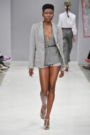 RIANI-Mercedes-Benz-Fashion-Week-Berlin-SS-18-056