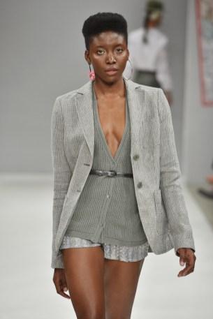 RIANI-Mercedes-Benz-Fashion-Week-Berlin-SS-18-057