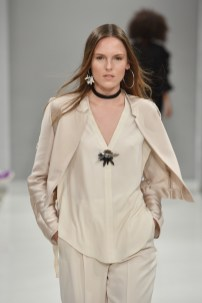 RIANI-Mercedes-Benz-Fashion-Week-Berlin-SS-18-102