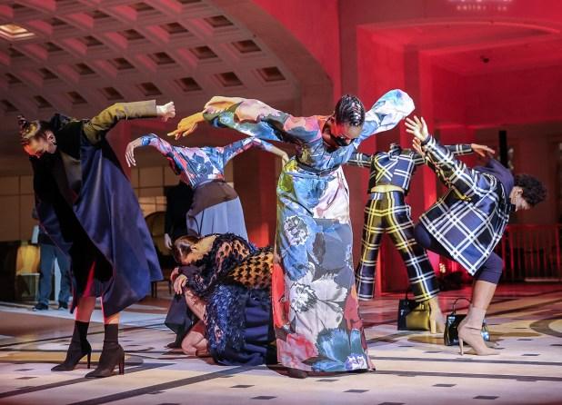"""Anja Gockel Winter 2021/22 Kollektion """"EMBRACELAND"""" - Fashion Week Berlin AW21"""