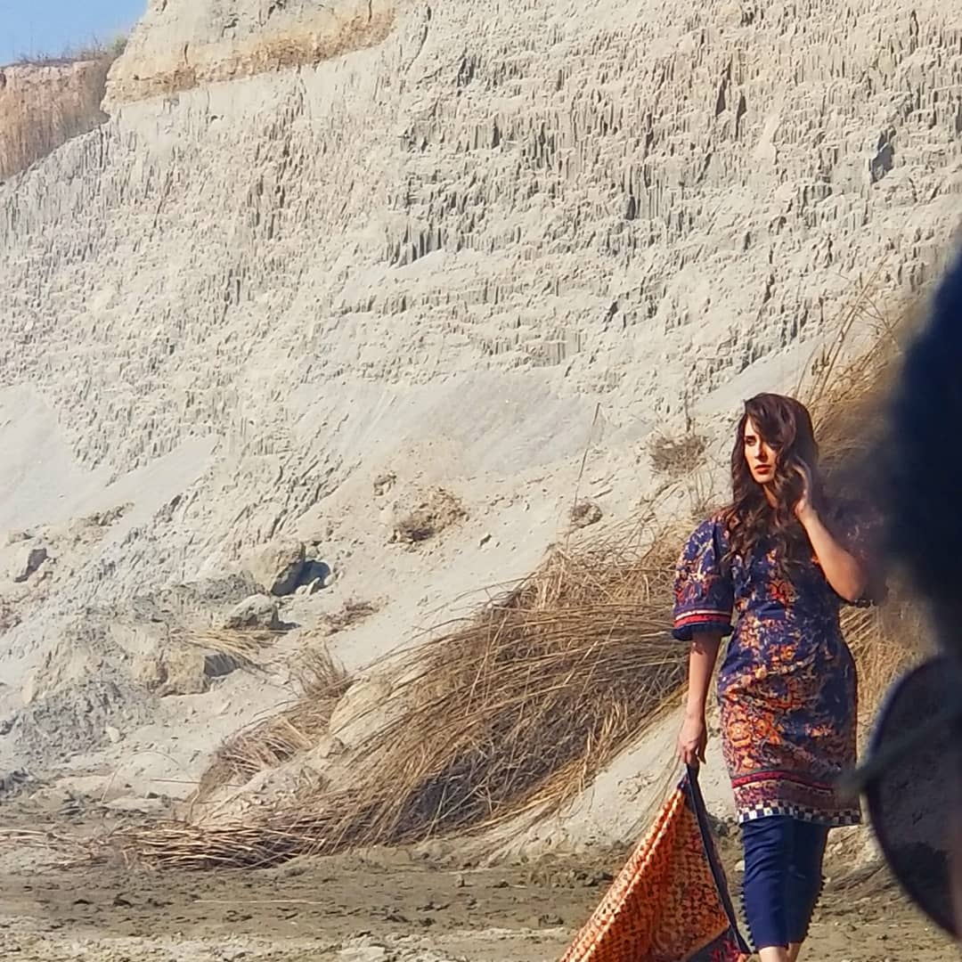 New Photos of Ayeza Khan with her Kids
