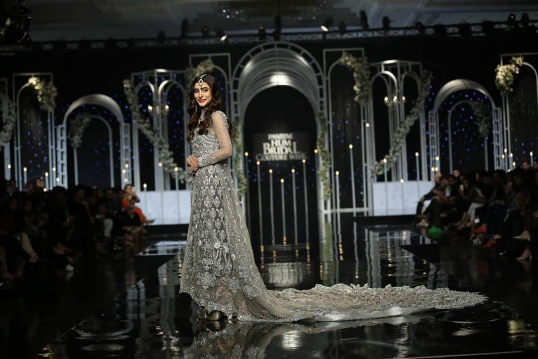 Gorgeous Urwa Hocane, Mawra Hocane and Hira Mani Walk on Ramp at Bridal Week in Lahore