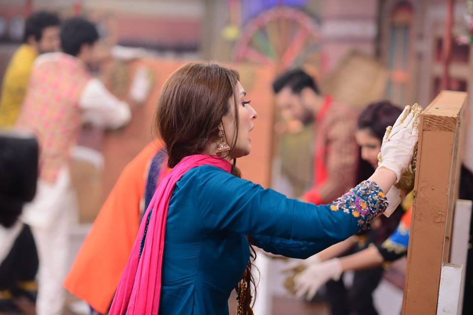 Awesome Pictures of Nida Yasir in Desi Touch at Her Cultural Theme Morning Show