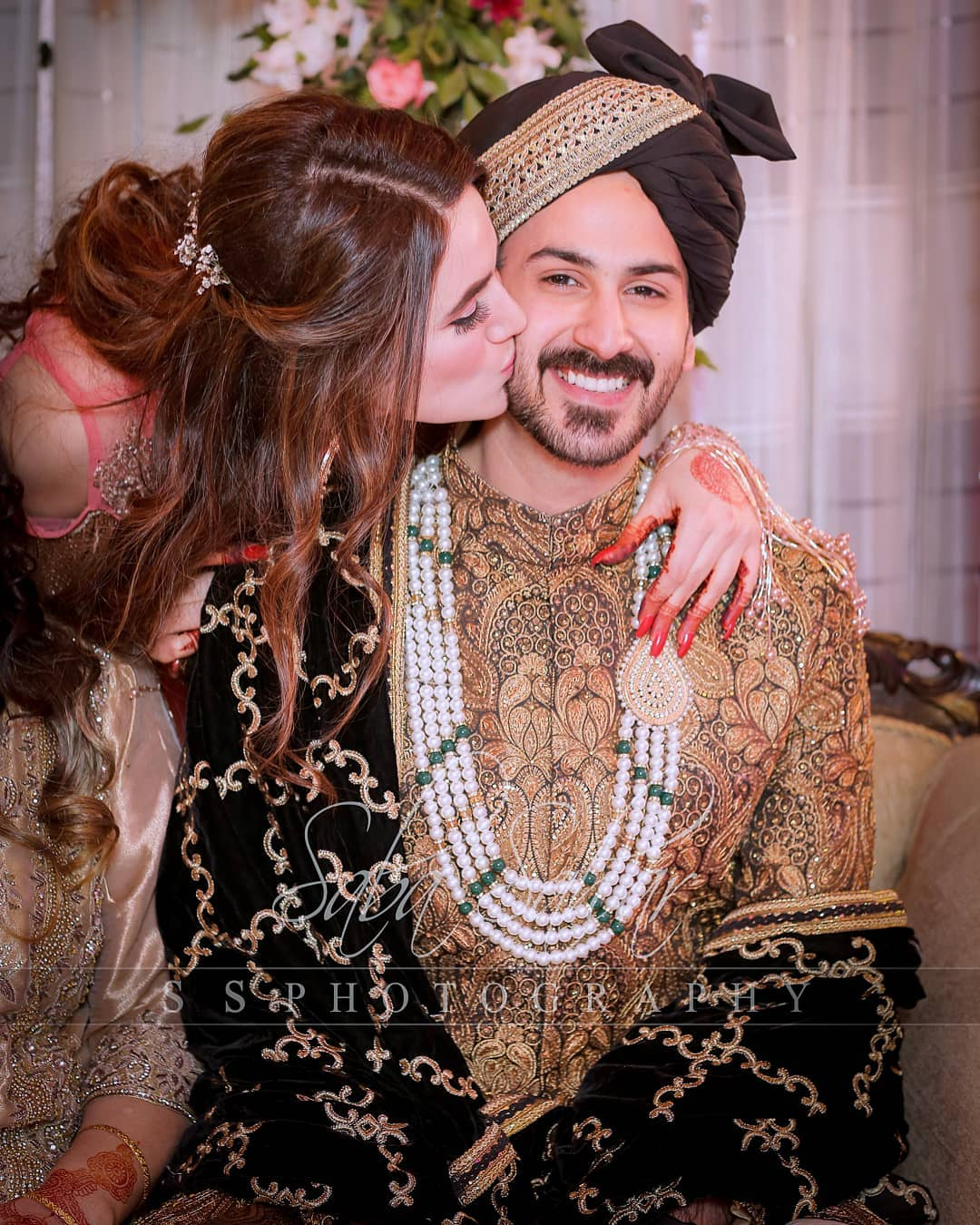 Awesome Photos From Mehndi Event of Actor Shan Baig with his Wife Michelle Saifee