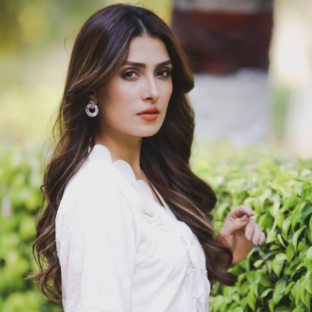 Beautiful Pictures Of Ayeza Khan With Her Daughter Hoorain Pakistani Drama Celebrities