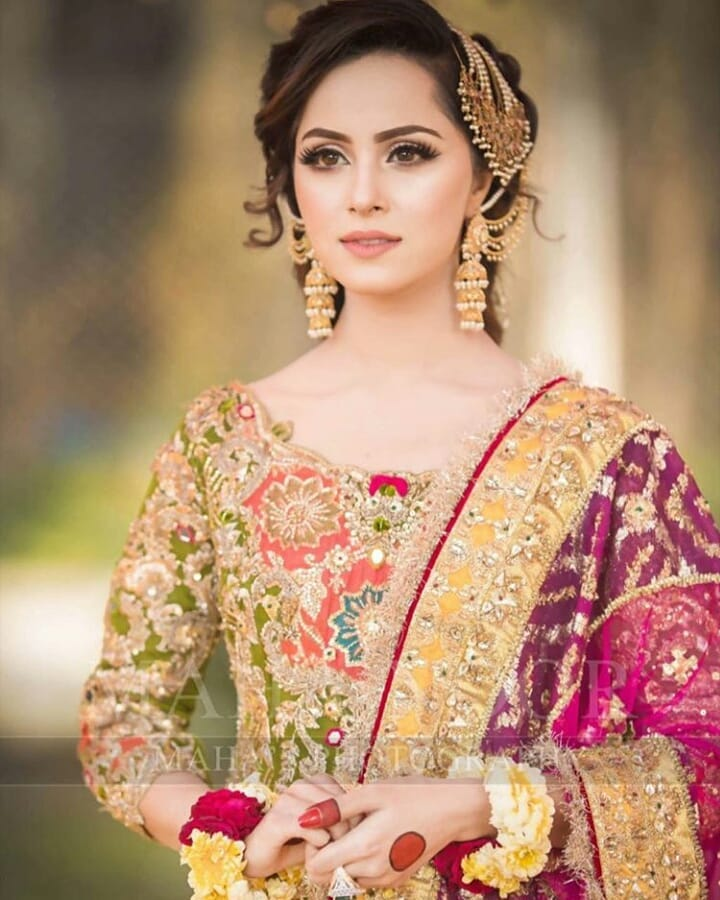 Beautiful Mehndi Photoshoot Of Nimra Khan Pakistani Drama Celebrities