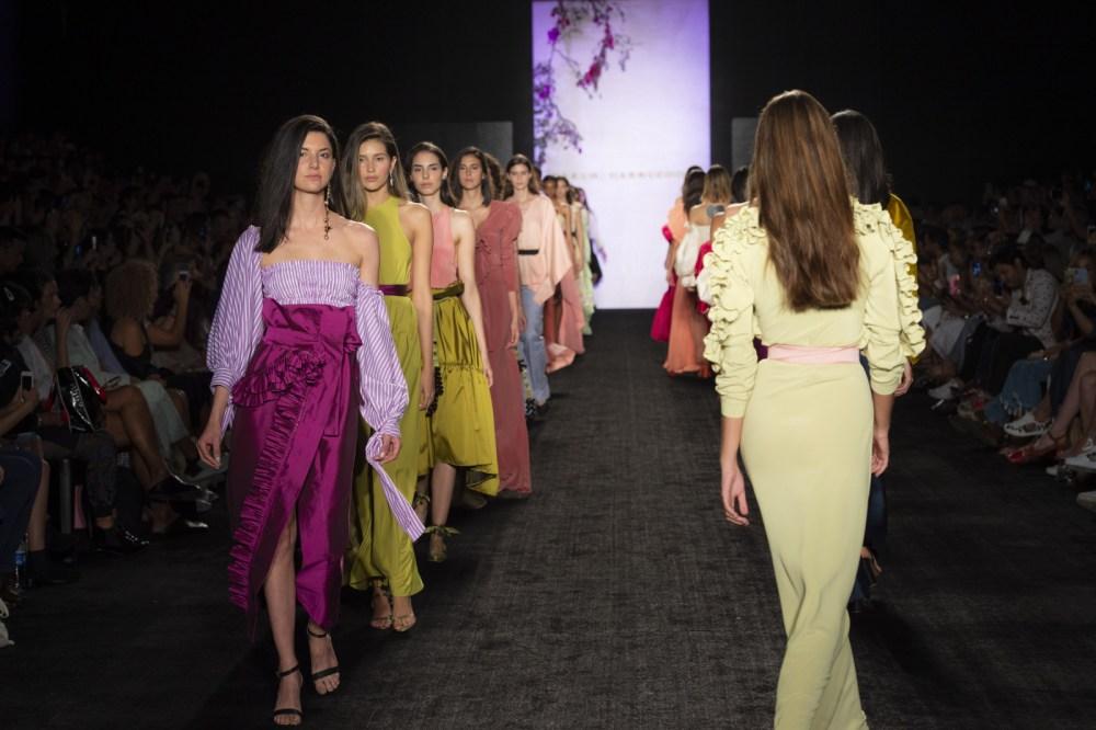 Carlo Carrizosa y su encanto por lo 'couture' y urbano en Colombiamoda