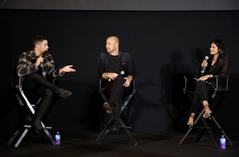 Nick Jonas y el diseñador John Varvatos presentan su nueva fragancia en Florida