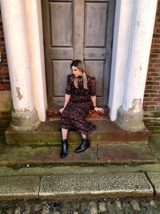 Blogger Pixie Tenenbaum showcasing a prairie girl style dress with flat boots