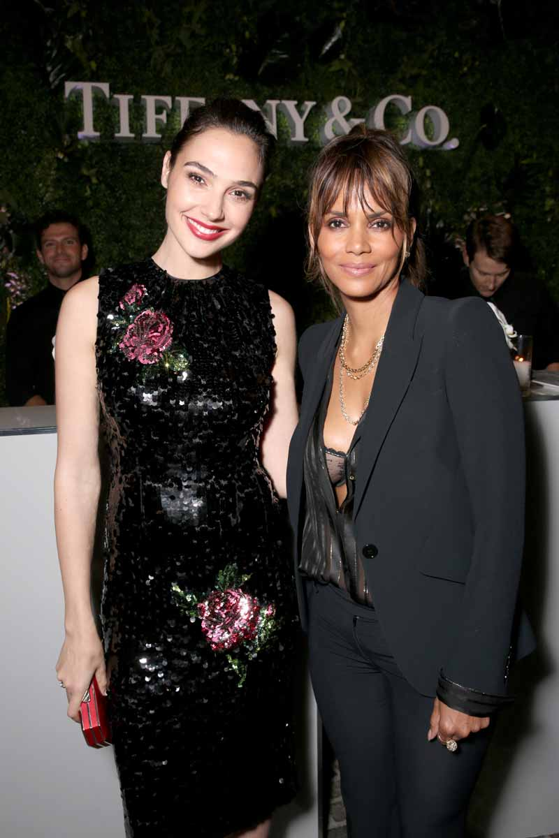 BEVERLY HILLS, CA - OCTOBER 13: Actresses Gal Gadot (L) and Halle Berry attend Tiffany & Co.'s unveiling of the newly renovated Beverly Hills store and debut of 2016 Tiffany masterpieces at Tiffany & Co. on October 13, 2016 in Beverly Hills, California. (Photo by Todd Williamson/Getty Images for Tiffany & Co.)