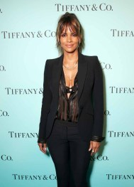 BEVERLY HILLS, CA - OCTOBER 13: Actress Halle Berry attends Tiffany & Co.'s unveiling of the newly renovated Beverly Hills store and debut of 2016 Tiffany masterpieces at Tiffany & Co. on October 13, 2016 in Beverly Hills, California. (Photo by Todd Williamson/Getty Images for Tiffany & Co.)