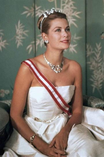 Official portrait of Her Serene Highness Princess Grace of Monaco wearing Cartier jewellery 1959, © G. Lukomski, avec l'autorisation du palais princier de Monaco