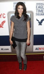 Jessica Szohr in Anomane jeans