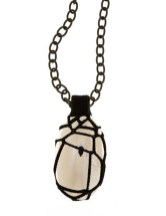 Flos & Florem Chain necklace with big pendent stone and crochet